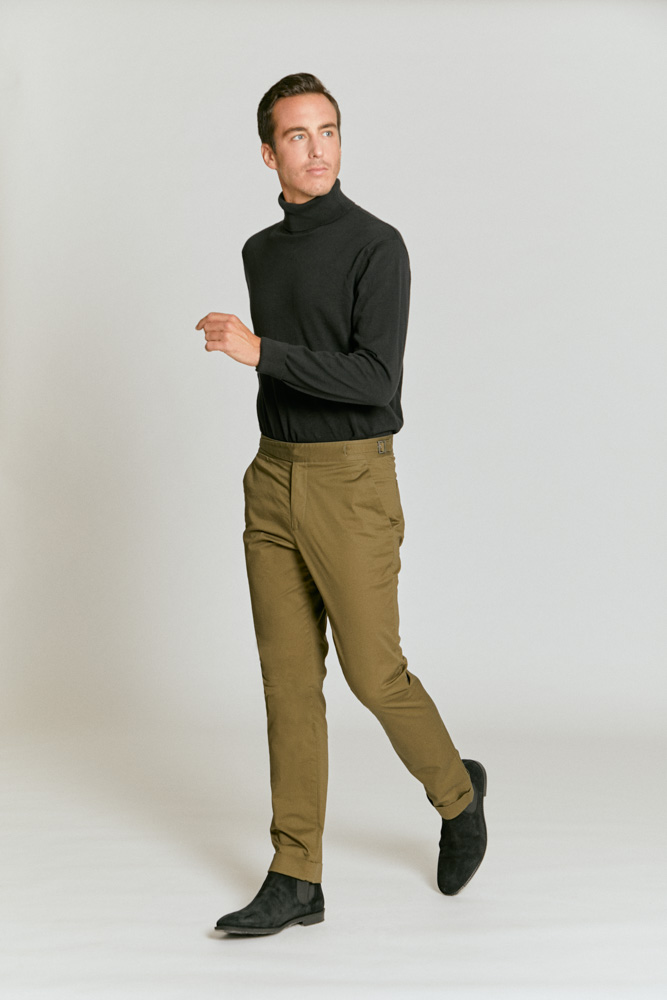 Model wearing Senszio's custom tailored chinos in light brown. Comfortable, stylish and with the perfect fit