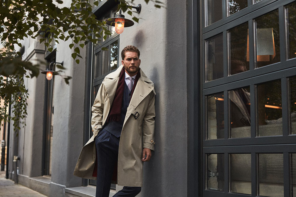 Man in custom tailor made suit and long trench coat, crafted by the experienced tailors of Senszio